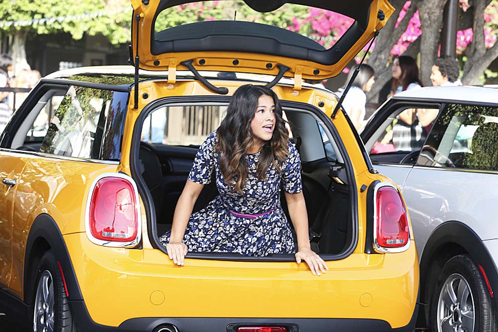 jane-the-virgin-in-new-car-on-netflix