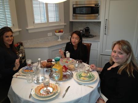 hoto: Liz, Ada and Olga having breakfast at my house.