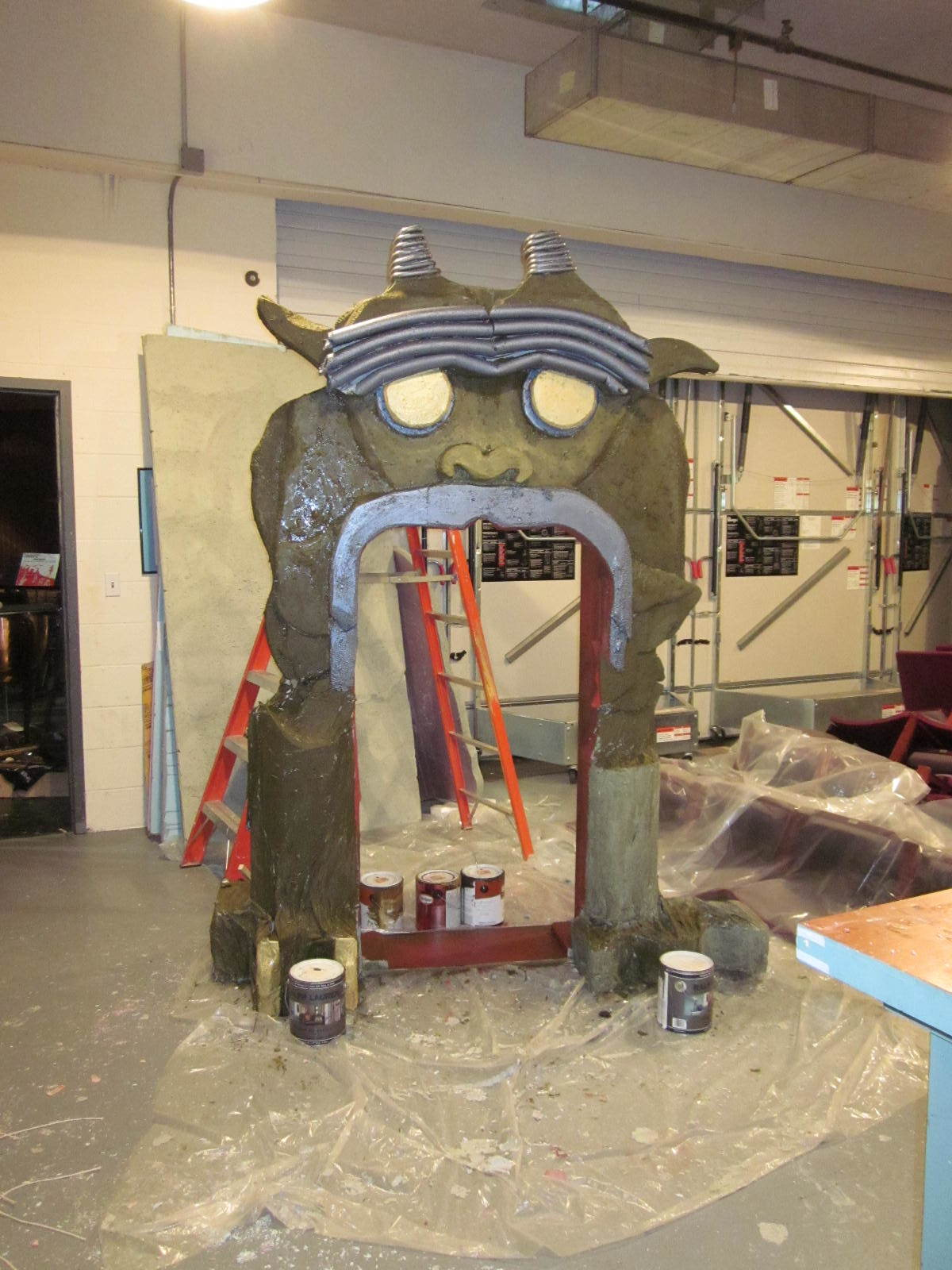 Construction of the Hell Mouth.