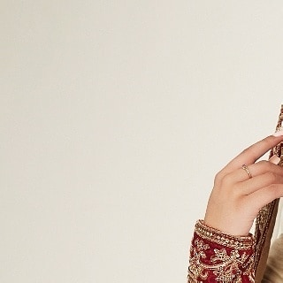 One of our favourite bridal pictures of all time! . Hair & Makeup: @afterglowstudios Model: Natasha Kanji @natasha.kanji Bling: Manny's Boutique @mannys_boutique Outfit: Bombay Couture @bombay_couture Mendhi: Mehndi by Iti @mehndibyiti . . Planning a wedding? We are accepting bridal and non-bridal bookings for 2018 and 2019! For bookings and inquiries, please contact Afterglow Studios at 778.995.4777 or info@theafterglow.ca. . . 📷: Patryk Widejko @widejkoweddings . . . #vancouvermua #vancitymua #vancityhype #curiocityvan #dailyhivevan #narcityvancouver #vancouverisawesome #vancitybuzz #vancityvogue #discoverportrait #pursuitofportraits #giantsquare #airbrushmakeup #vancouvermakeupartist #vancouverweddingphotographer #pursuepretty #discoverportraits #postitfortheaesthetic #vancouverwedding #weddinginspo #weddingideas #weddingmakeup #weddingmua #hairandmakeup #bridalmakeup #southasianwedding #indianwedding #indianbride #southasianbride #indianweddingbuzz