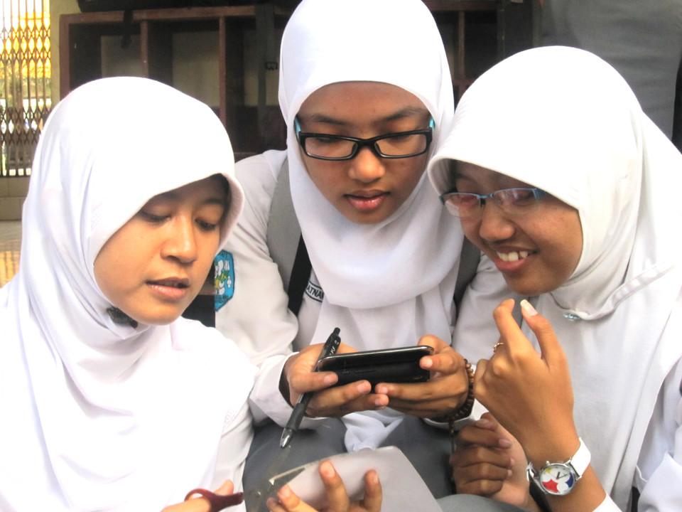 girls phone.jpeg