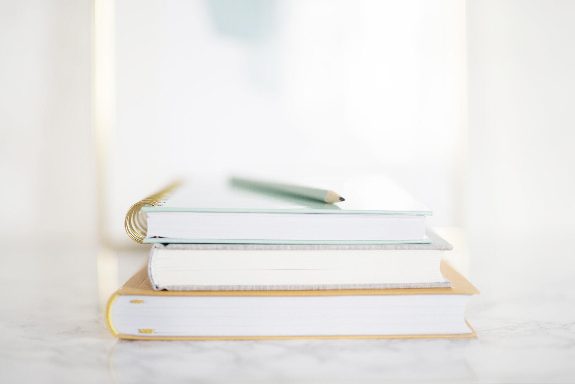 Snart klart! Jag tittar över texterna för att eliminera slarvfel och annat du kan vara utan, sedan levereras texterna till dig. I din hand kommer du att ha du säljande copywriting som låter som du – och du kommer dessutom ha fått med dig de nödvändiga grunderna för att skriva bättre copy på egen hand framöver.
