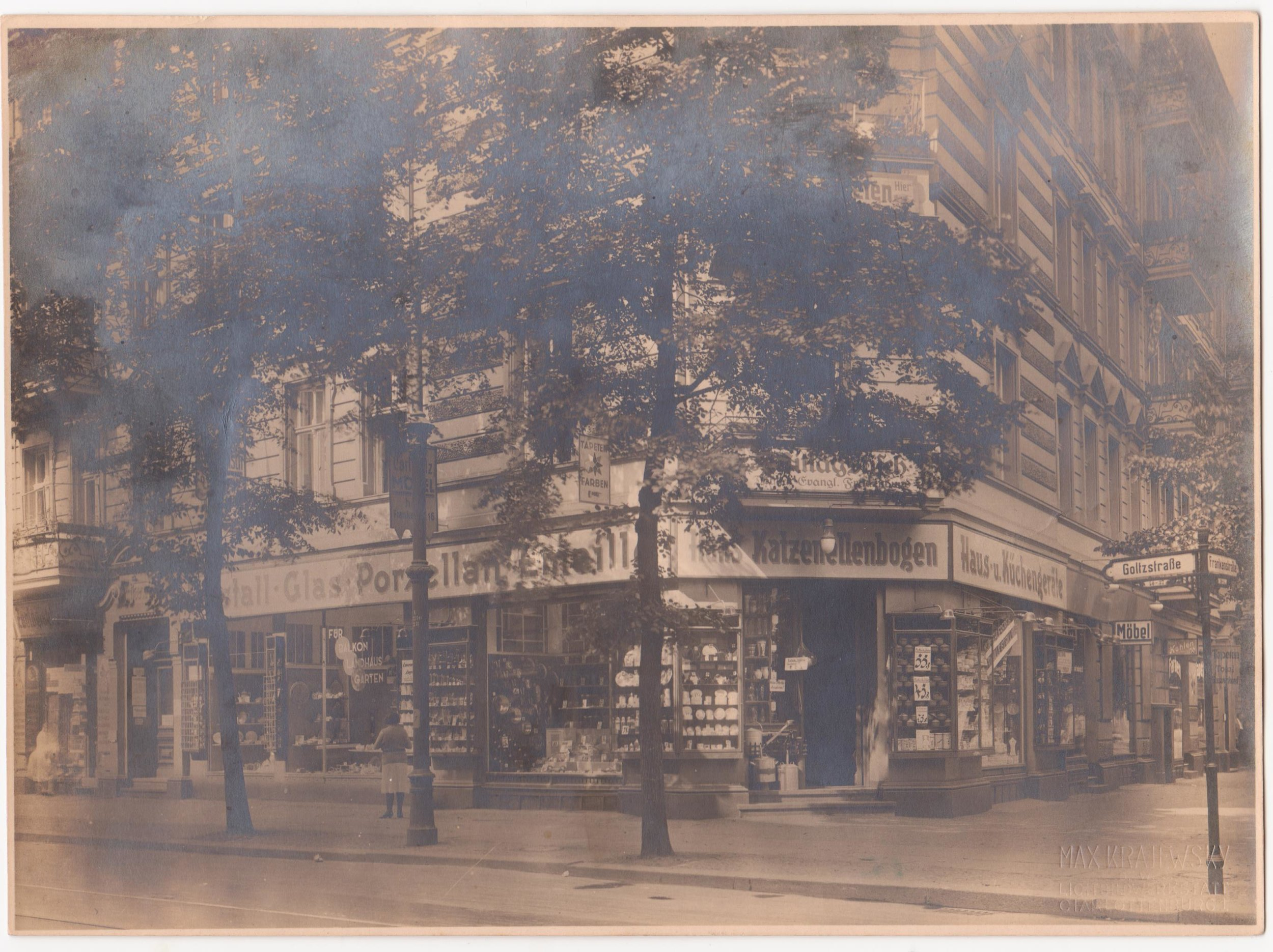 Hans Katzenellenbogen's shop selling porcelain and glassware in Goltzstrasse, Berlin, 1931 @Katzenellenbogen family