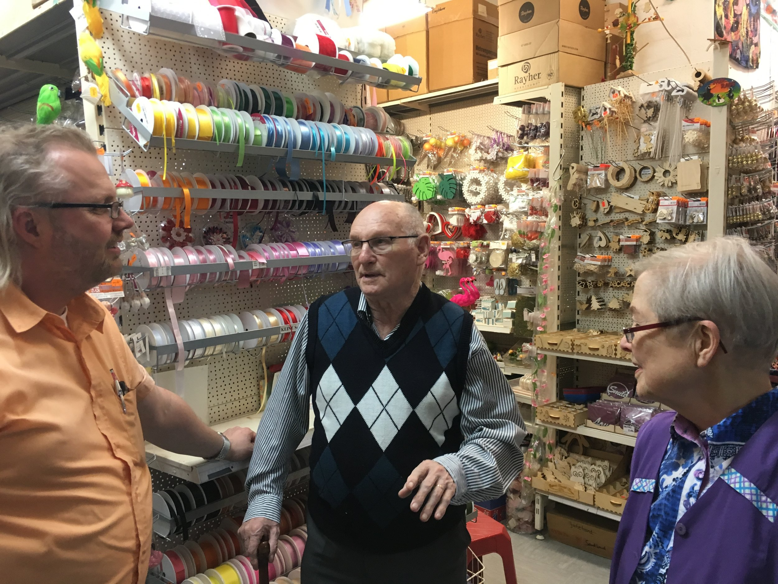 Ludwig Katzenellenbogen visits the premises in Goltzstrasse, Berlin, where his father's shop had been,May 2018. In discussion with Martin and Brigitte Ruether, owners of Hobbyshop Ruether, on the site since the 1970's @HughWilliamson