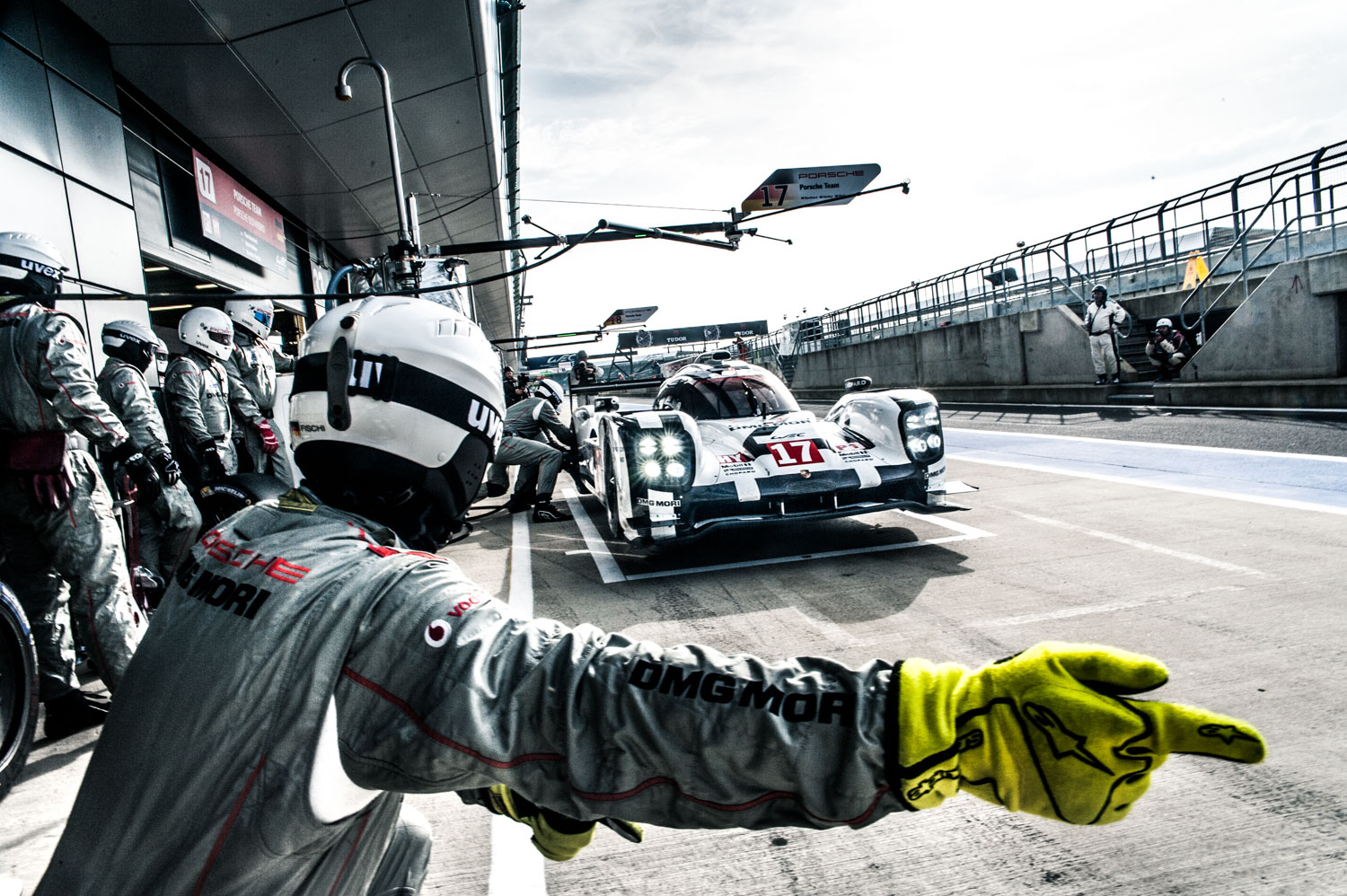 Jayson-Fong-Photography-Form-and-function-international-Porsche-919-Pitstop.jpg