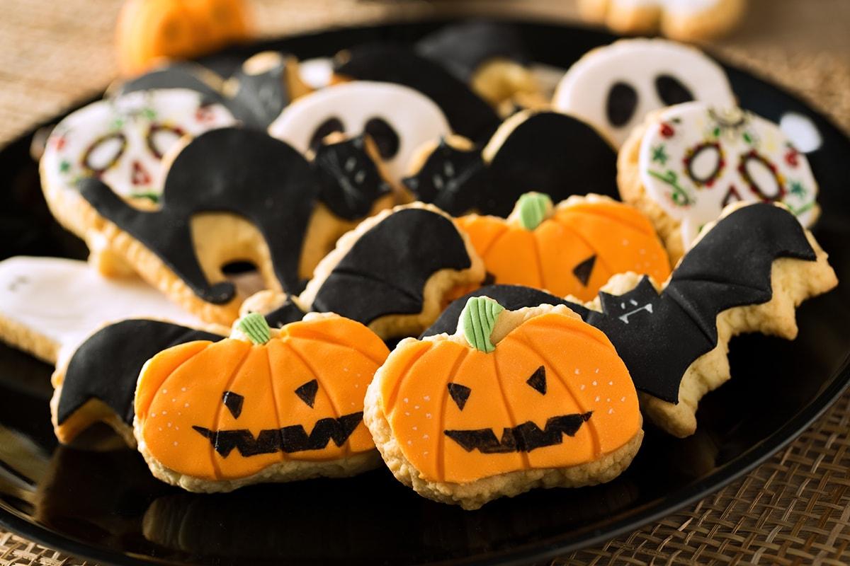 Haunted House – kleine Marzipan-Monster mischen zu Halloween unsere Konditoreien auf