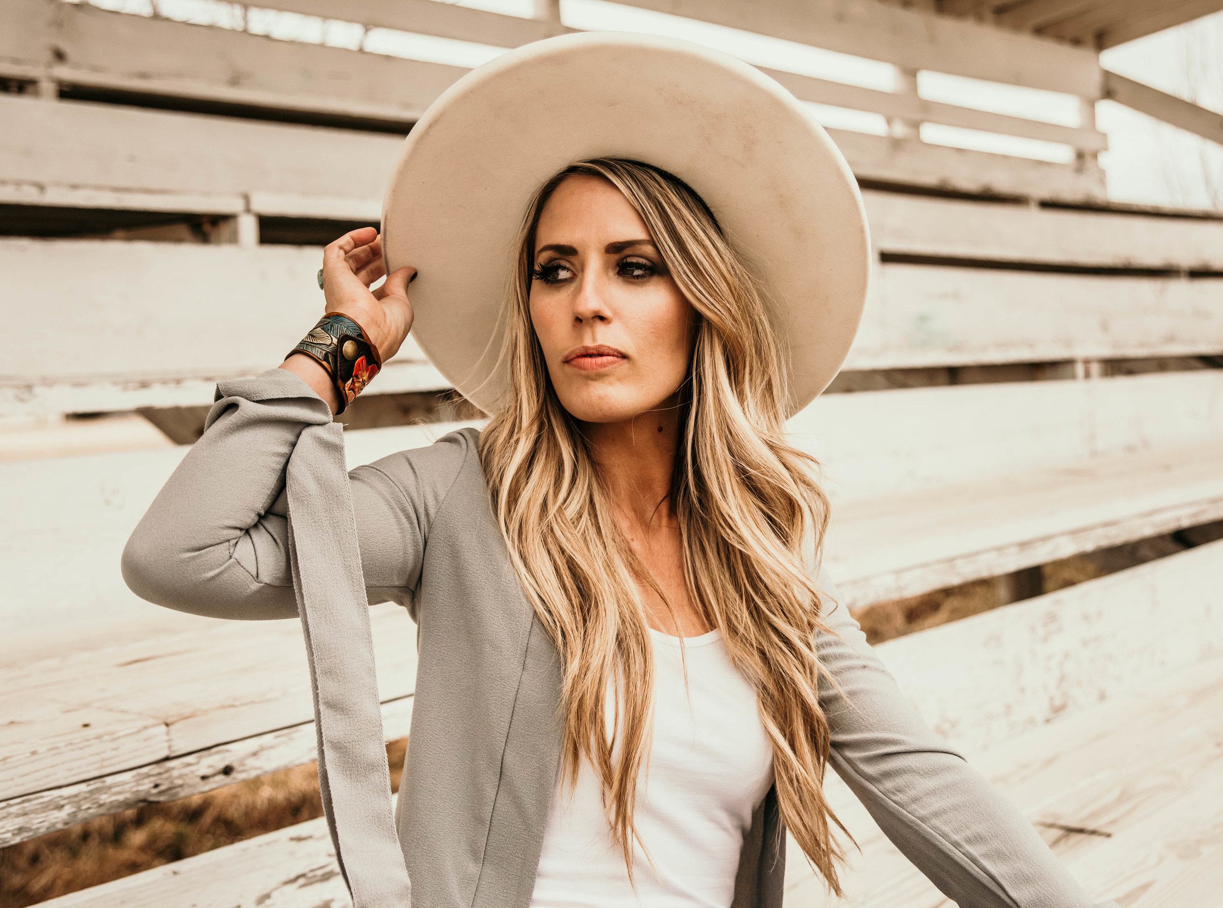 Miss. Miller's Photography | White Felt western hat | Rodeo Spring Fashion | Cowgirl fashion