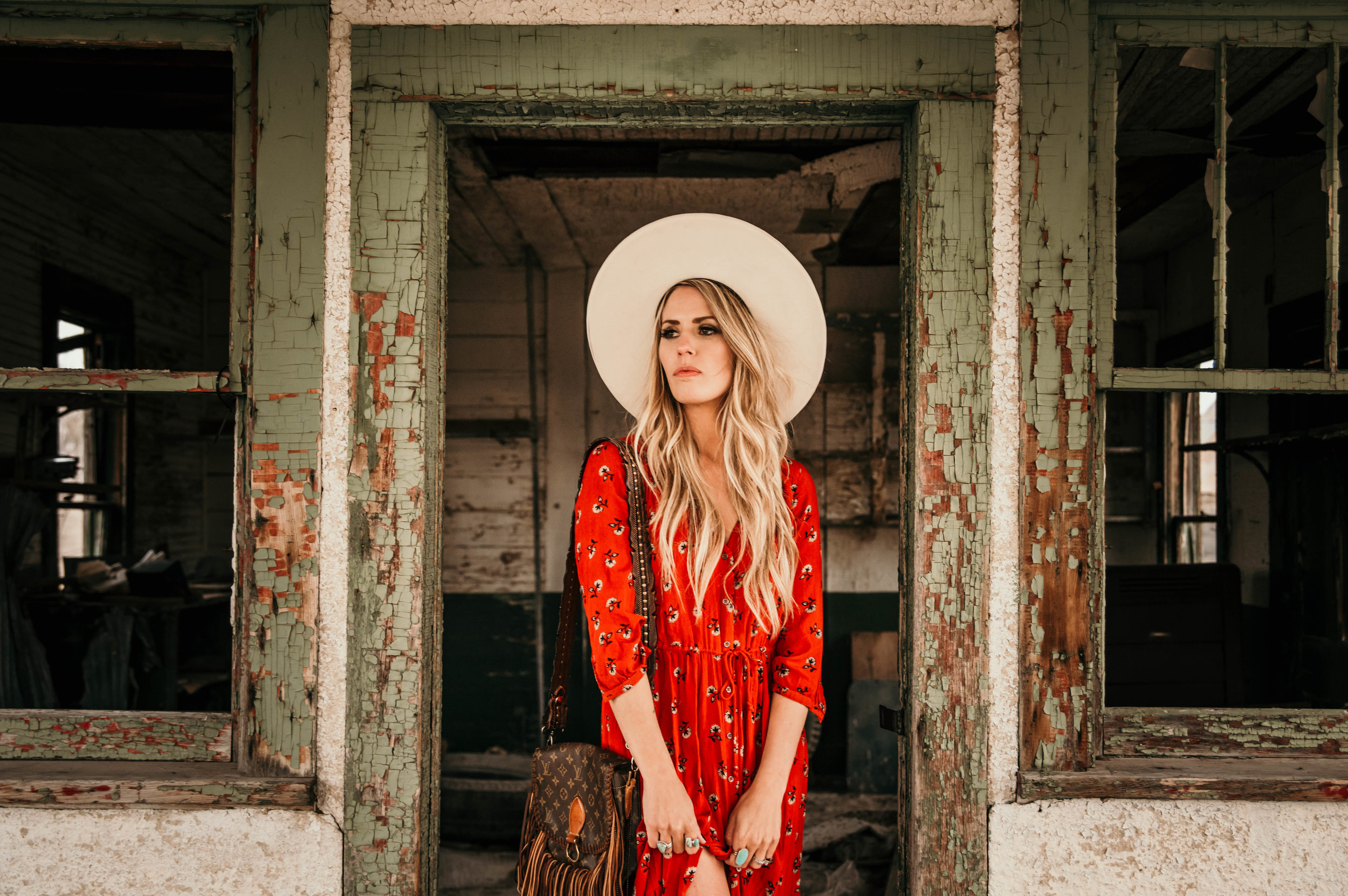 Miss. Miller's Photography | Western Fashion | Western Fashion Hats | Vintage Boho Bags | Red Boho dress | Colorado Photographer | Western Fashion | Whitney Benton | Western Couture