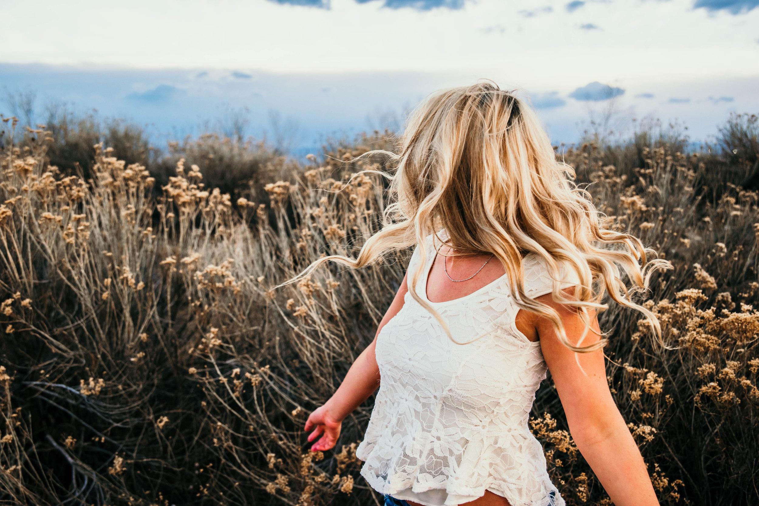 Miss. Miller's Photography | Colorado | Colorado senior photographer | sage brush senior photos | desert vibes senior photos | southwestern photo ideas | boho senior photo ideas | spinning senior photos | hair flip photo ideas | modern senior photo ideas