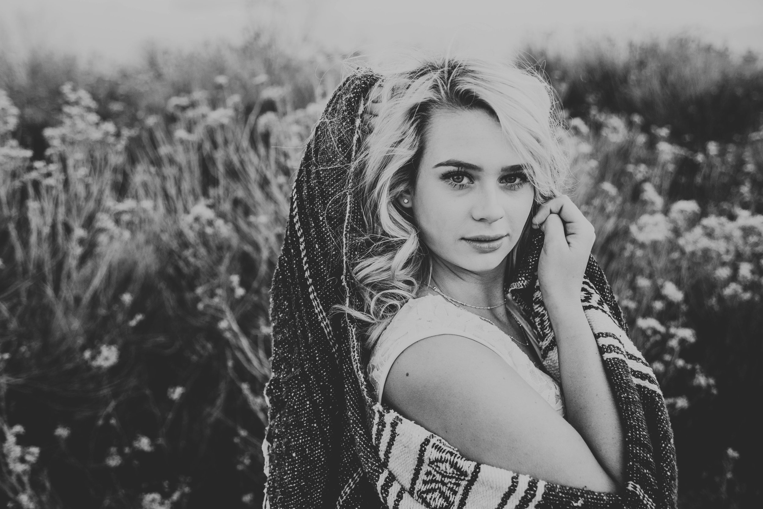 Miss. Miller's Photography | Colorado Senior Photographer | Senior Photo ideas | senior photo ideas with blanket | blanket | southwestern | white top | black and white photos