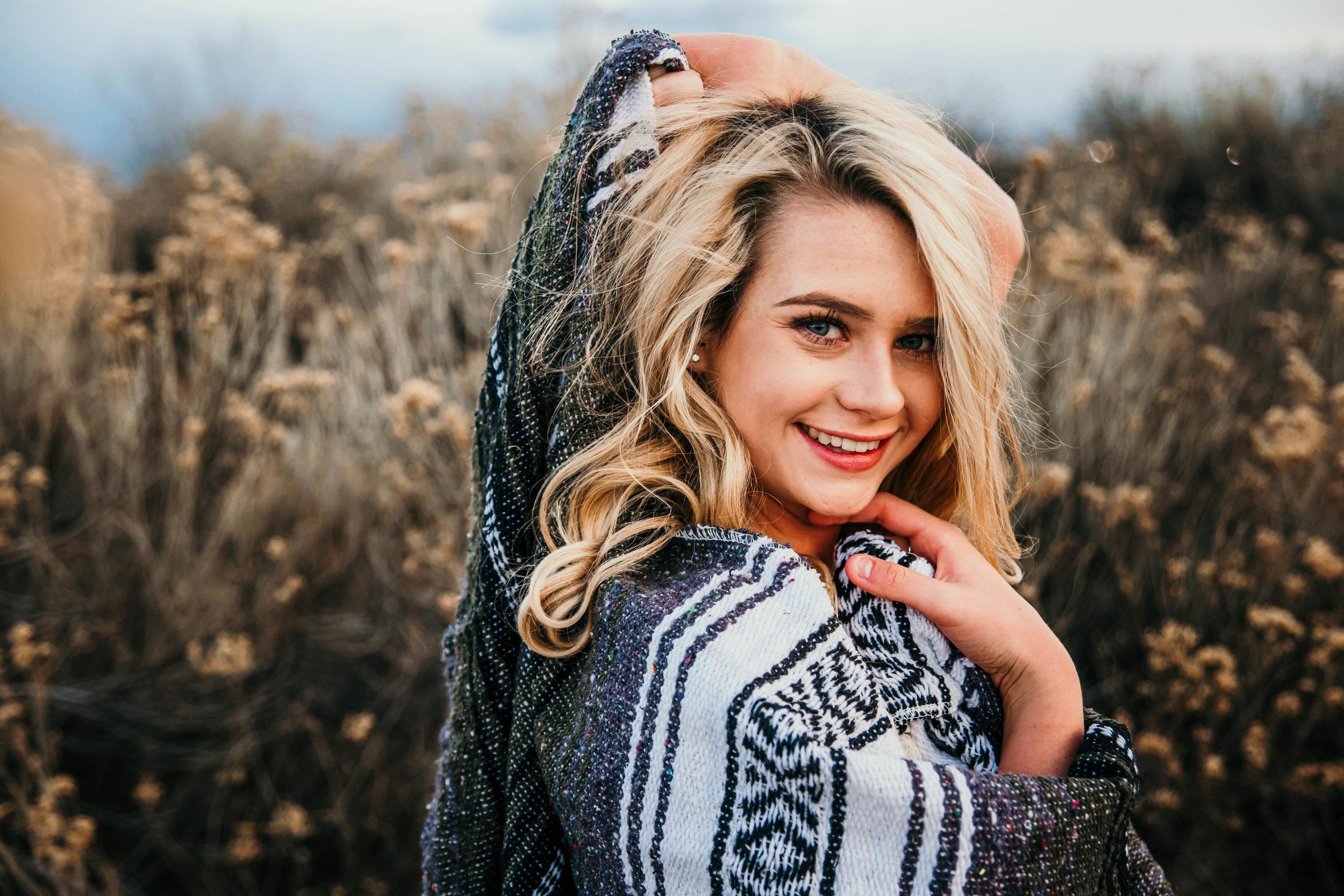 Miss. Miller's Photography | Colorado Senior Photographer | Senior Photo ideas | senior photos | senior photos for girls | girls senior photos | blankets in photos | lifestyle photos girls