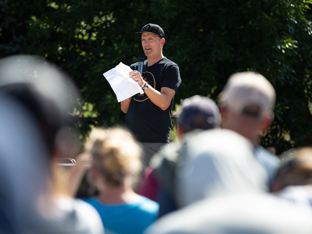 Race organizer Mark Satkiewicz offers key details on Sunday's course at a well received riders meeting, one of many activities on Saturday afternoon. PC: Wil Matthews