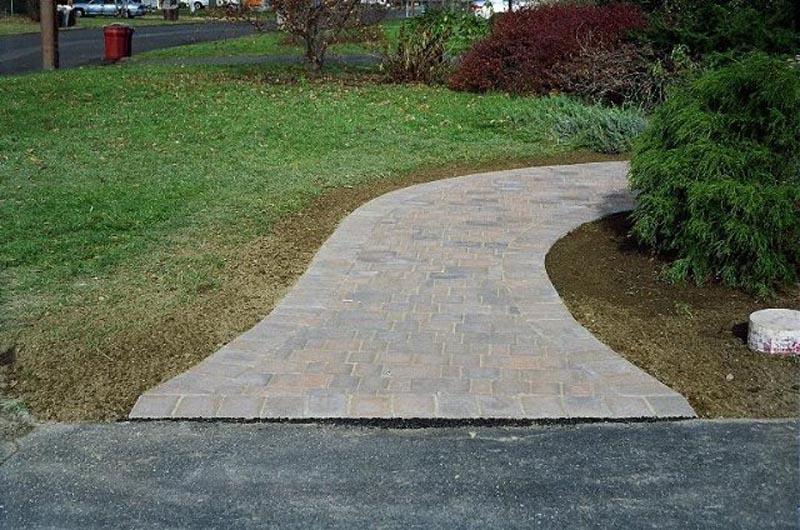 Concrete Paver Walkway 2013 (21).jpg