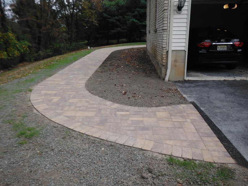 Concrete Paver Walkway 2013 (6).jpg