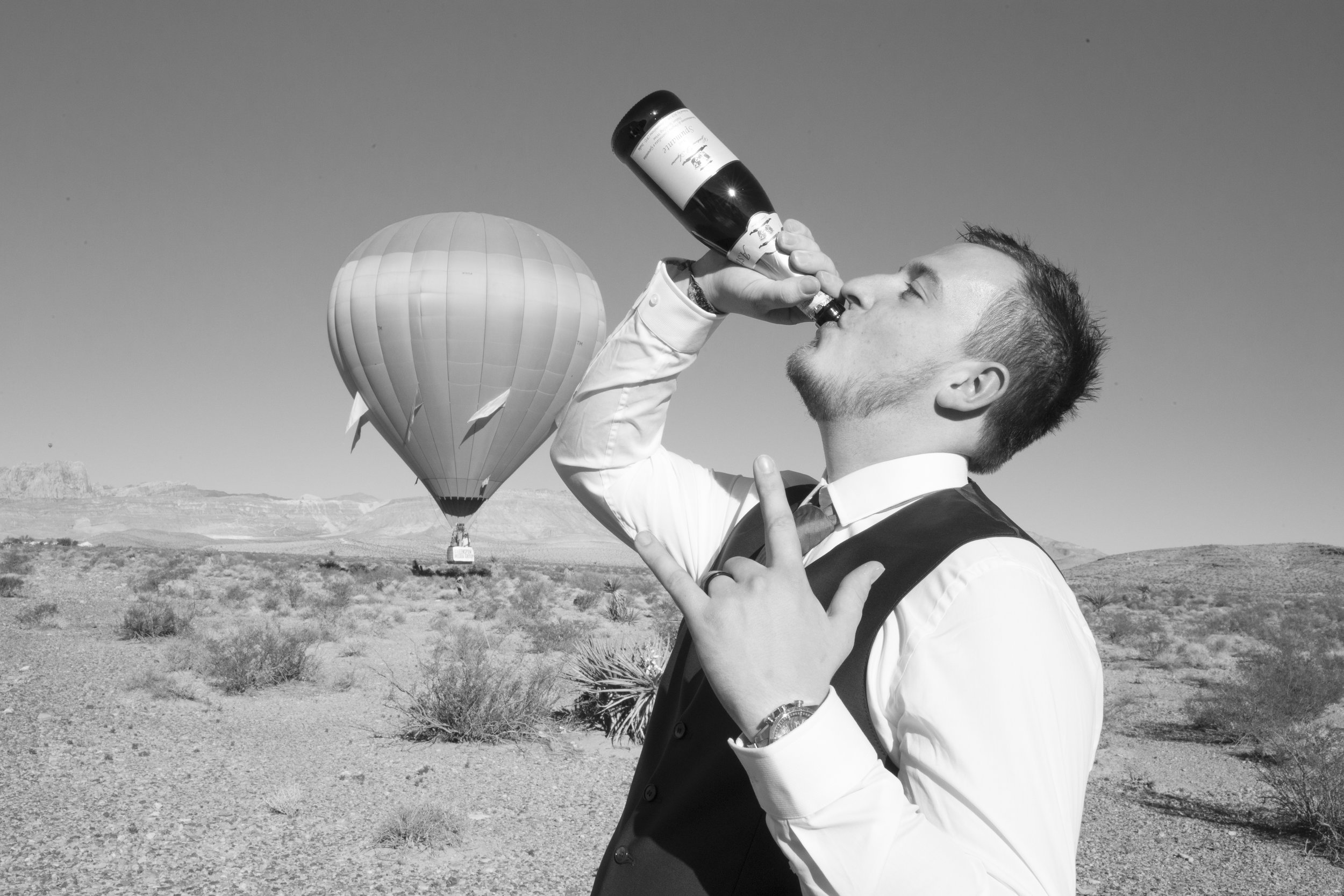 las_vegas_wedding_photography_love_is_in_the_air_ballooning_hot_balloon_photographer_casey_jade_4.jpg