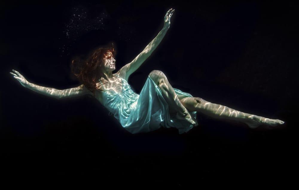 las_vegas_fantasy_photography_inclusive_package_photographer_casey_jade_under_water_editorial_1.jpg