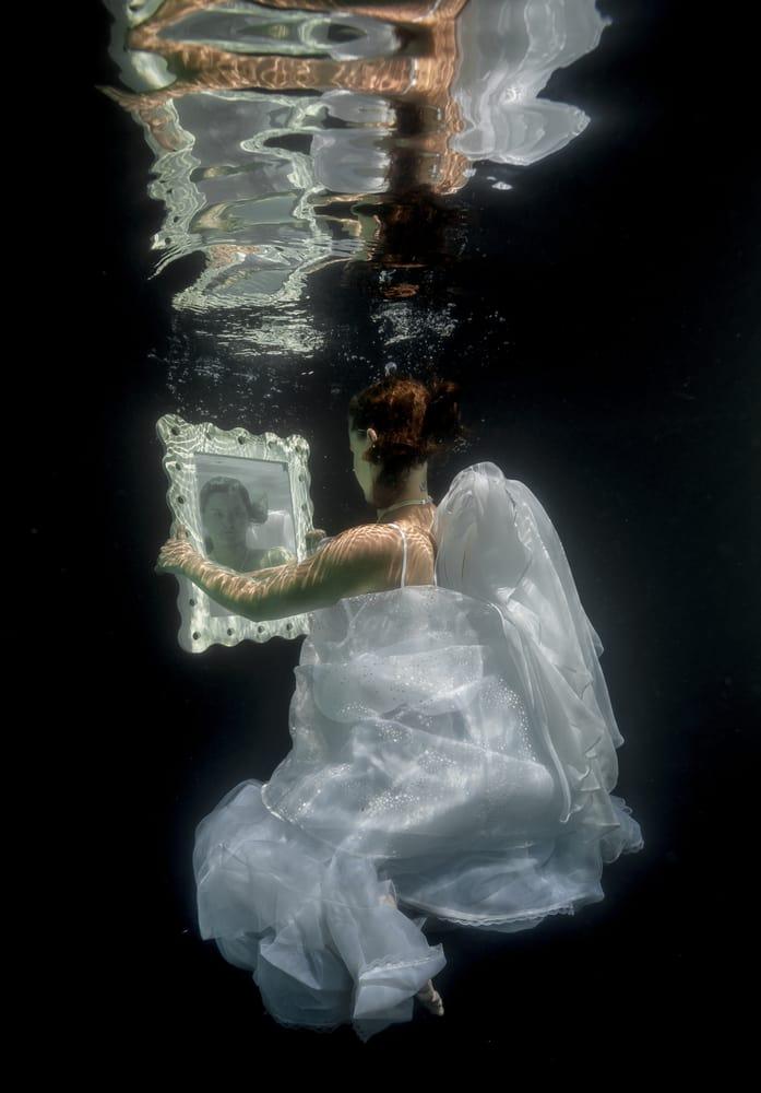 las_vegas_fantasy_photography_inclusive_package_photographer_casey_jade_under_water_editorial_2.jpg