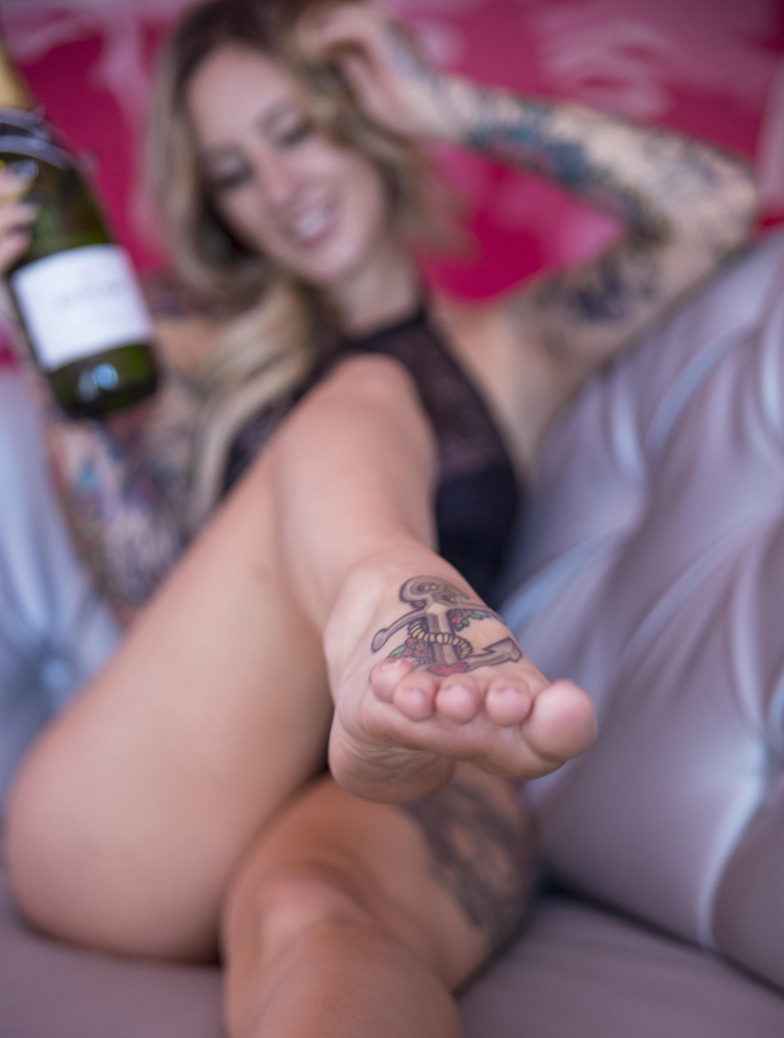 las_vegas_boudoir_photography_casey_jade_rumor_boutique_hotel_champagne