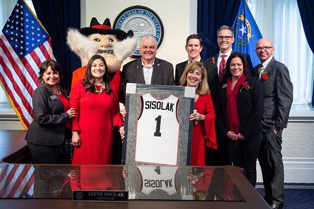 My UNLV family and I got to go up to Carson City and meet with some amazing legislators, senators, and Governor @stevesisolak for UNLV Advocacy Day last month!! ⠀⠀⠀⠀⠀⠀⠀⠀⠀ Having lived in this town 26 years, I am so happy that I get to be so heavily involved in our higher education system and be present for special occasions like this. ⠀⠀⠀⠀⠀⠀⠀⠀⠀ This was my first real peek into how our state is run and where so many decisions are made. Carson City is a really interesting place with some gorgeous historical buildings. The ceilings in the Governors office were like 20 feet tall!! Hope you enjoy the Rebels jersey, Gov!! ⠀⠀⠀⠀⠀⠀⠀⠀⠀ #carsoncity #unlvadvocacyday #unlvfamily #unlvalumni #unlvfoundation #presidentscorporatecouncil #heyreb #stevesisolak #governorstevesisolak #governorsoffice #lasvegaslocals #nevadacapitol #meetingwiththegovernor #nawbo #lasvegasphotographer #portraitphotography