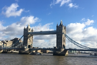 Couldn't belive my forture to be greeted by blue skies when I arrived! Had such a cheery first (re)encounter with the Tower Bridge.