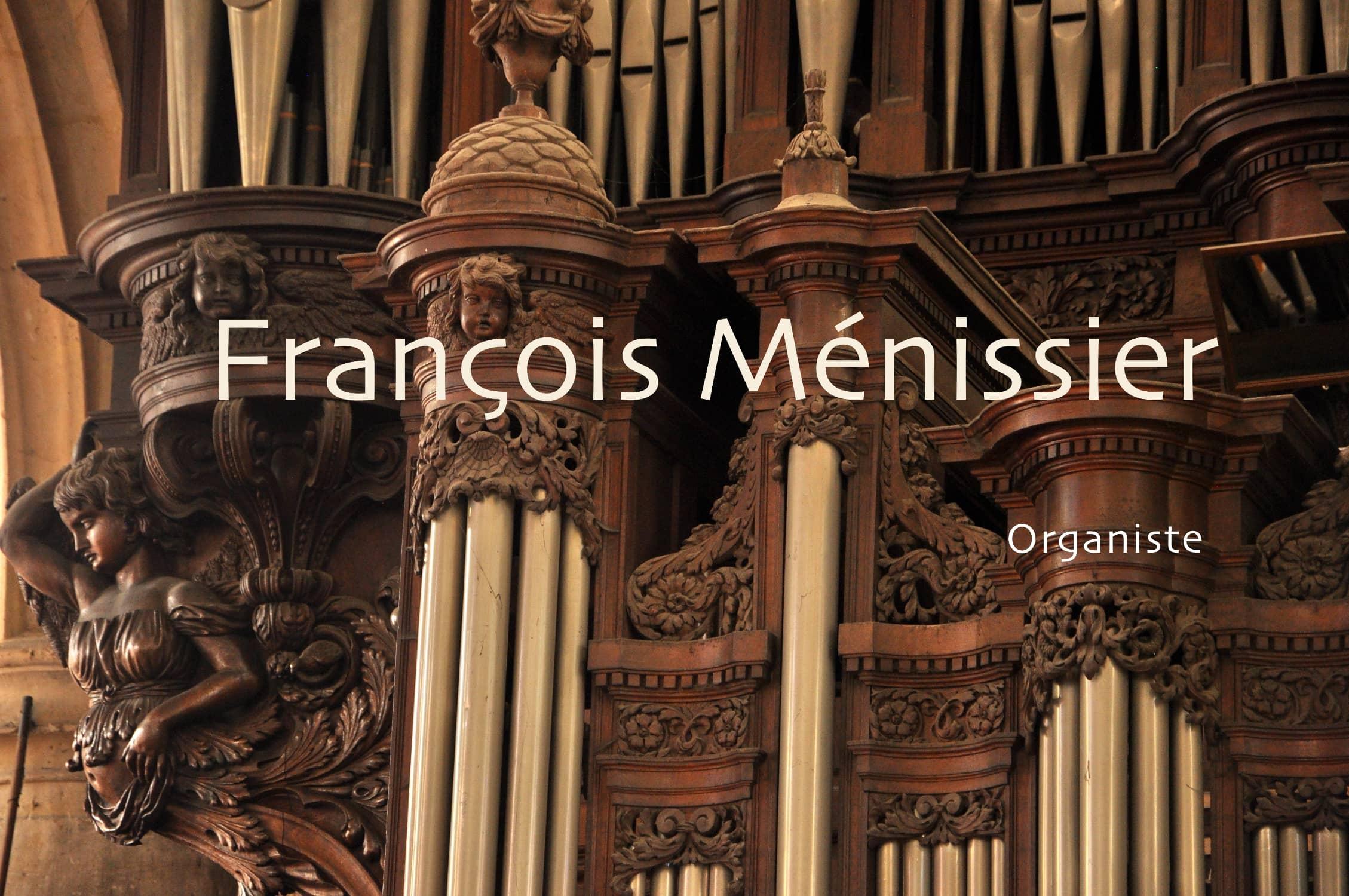 « François Ménissier, organiste ». En arrière-plan, détail de l'orgue de Saint-Patrice de Rouen.