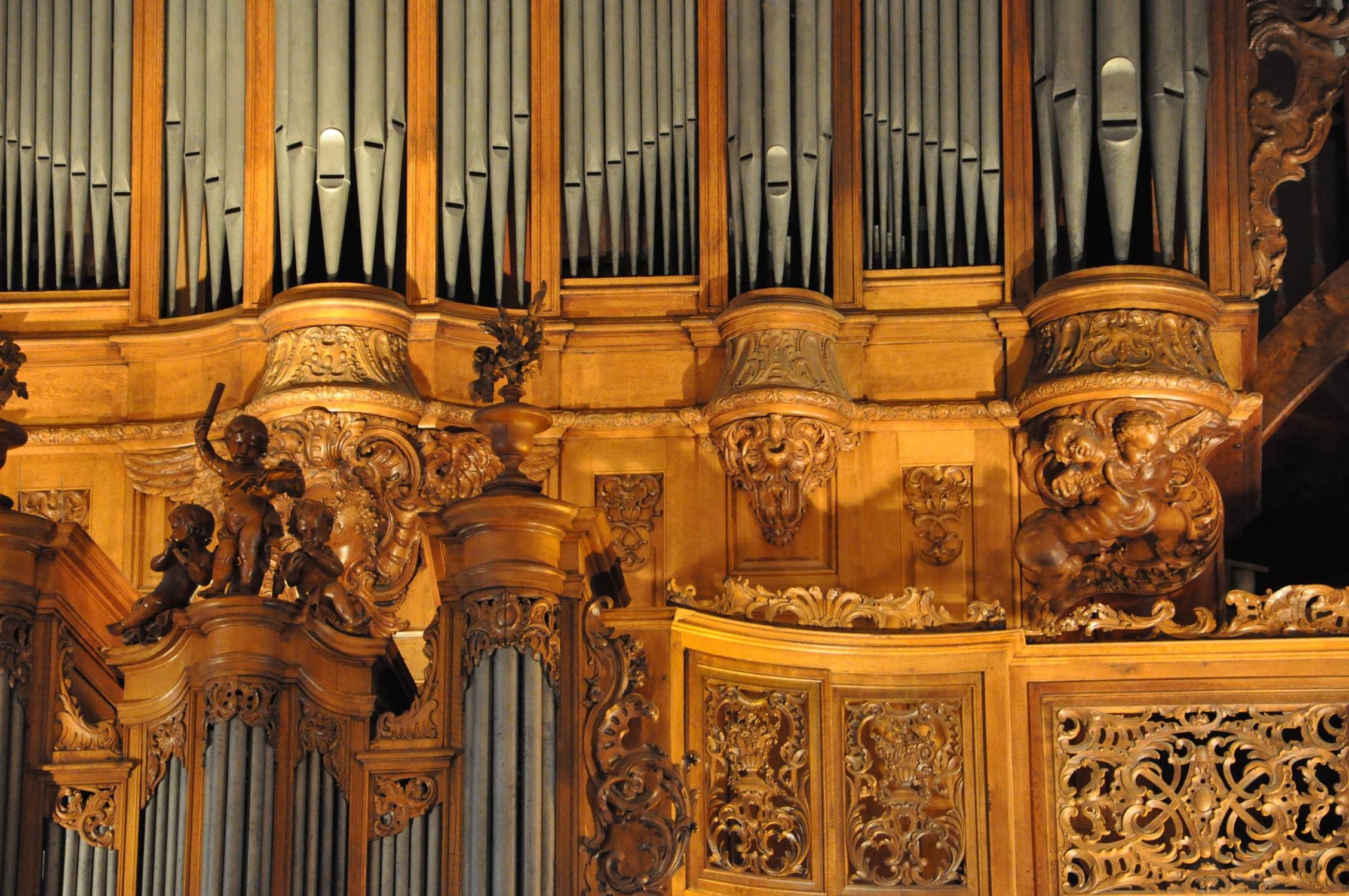 Détail des boiseries du grand orgue Silbermann de l'église Saint-Thomas de Strasbourg.