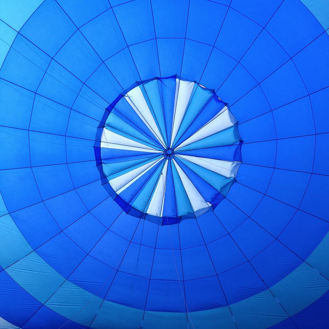 hot_air_balloon_parachute.jpg