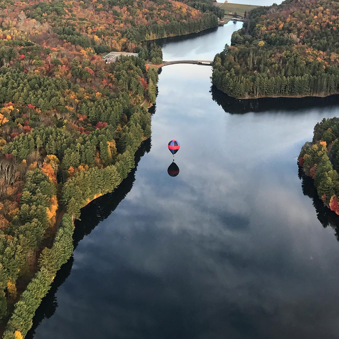 hot_air_balloon_fall_flight_lake.jpg