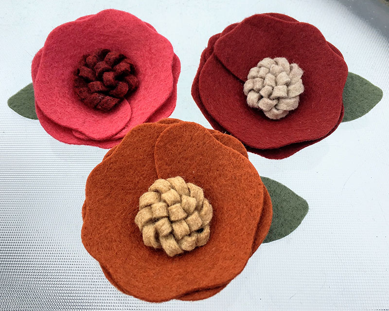 DIY Interchangeable Felt Flowers for a Hat