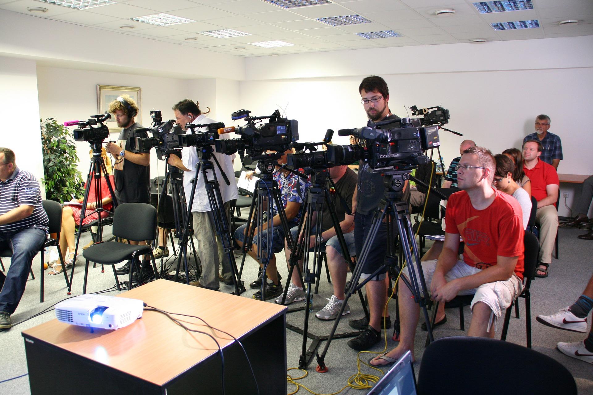 press-conference-1166343_1920.jpg