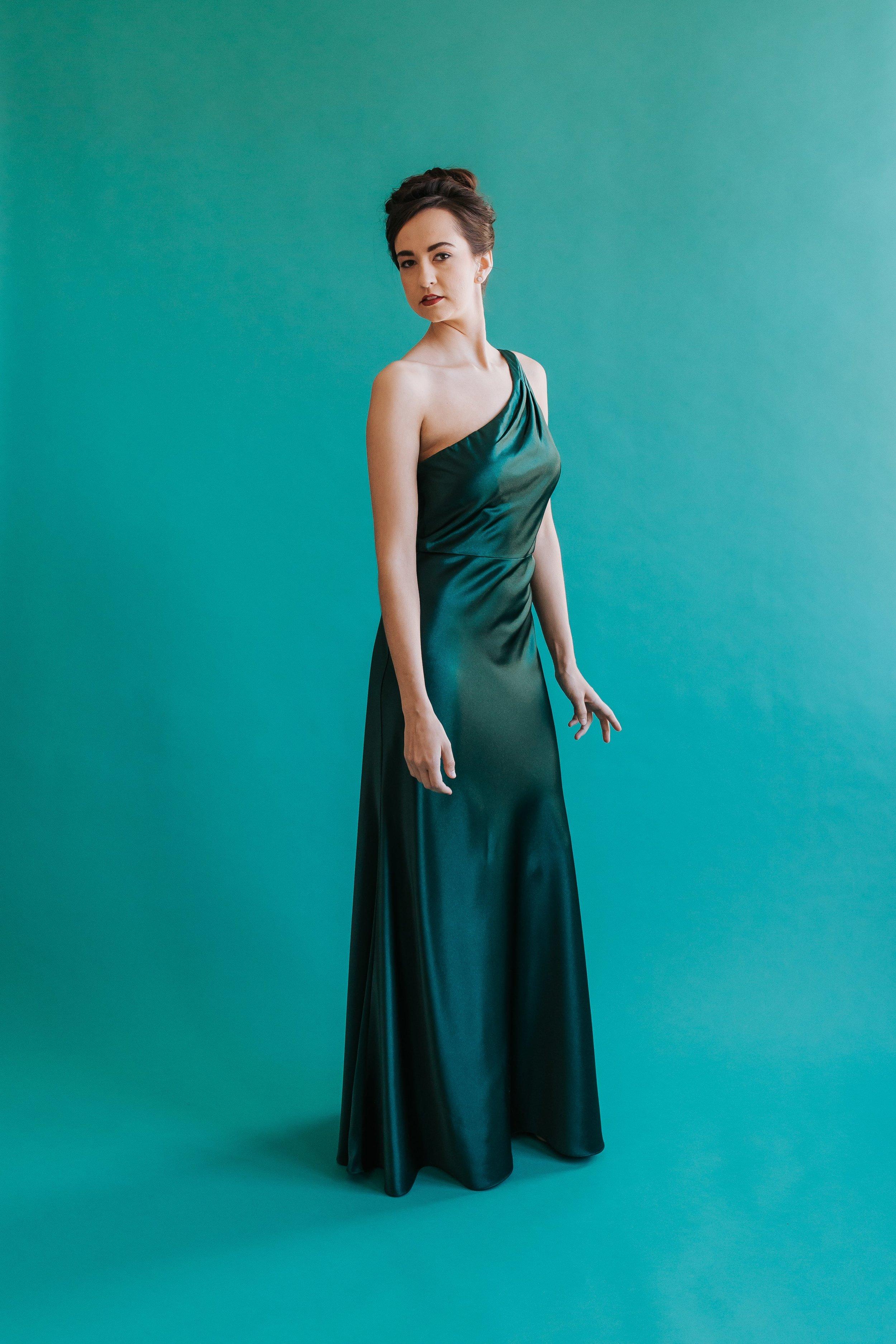 Styled shoot photo in Columbus Ohio featuring Jenny Yoo Bridesmaids style Lena