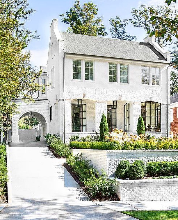 I had zero chill before seeing this, but now I'm in the negatives. 📉 WHAT is this exotic specimen of a home. 👽 Ok ok let's break down this down. A white brick home w/gray shingles and a driveway leading to a porte-cochere illuminated by glass and brass lanterns. Breathing, but barely. 🧘‍♀️ // design unknown