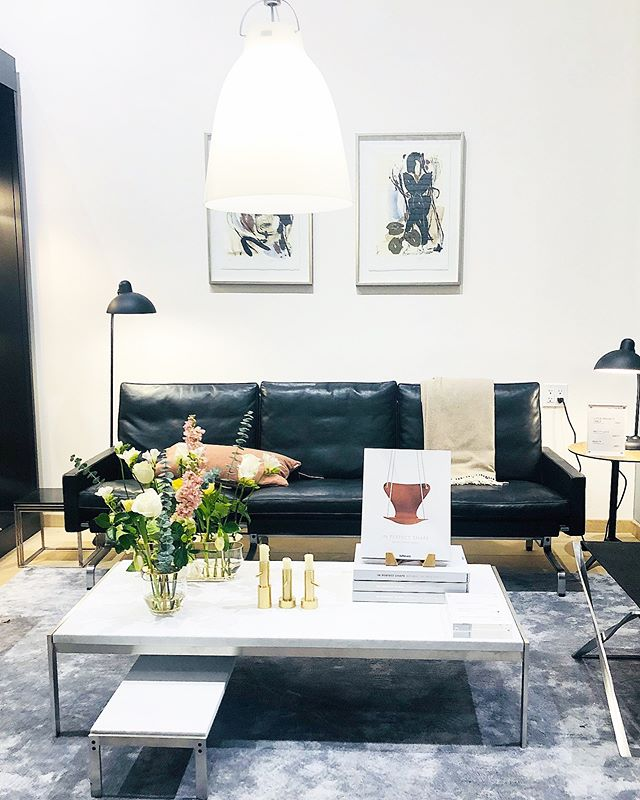 @fritzhansen - are you sub-letting this space in your SF showroom? I can move in this weekend 🙋‍♀️ the Jackson Square Design Walk last night starting at @clivesfinteriors new showroom was a very inspiring evening being surrounded by so many creative and talented people ✨