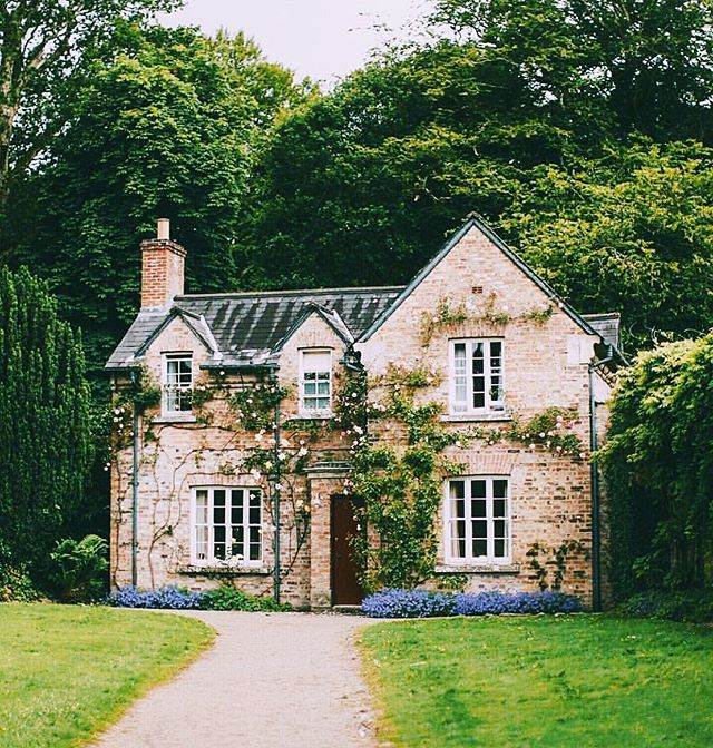 Fight for the fairytale. It DOES exist. 🏡✨ // 📷 @aclotheshorse