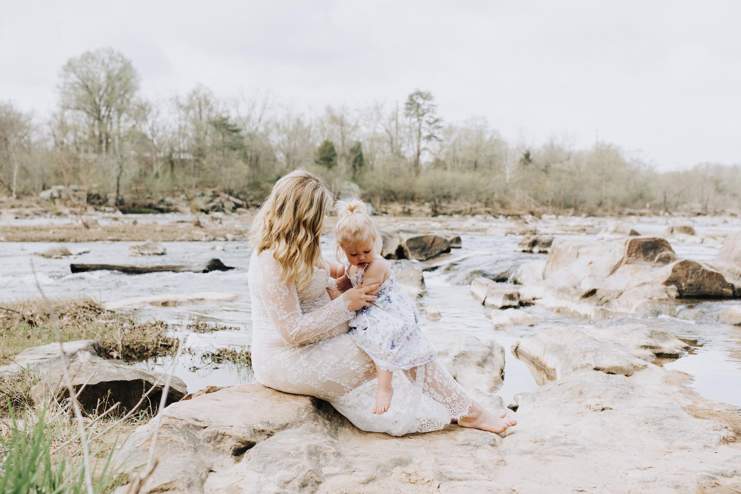 Fredericksburg_Virginia_Maternity_Photographer_Riverside (12).jpg