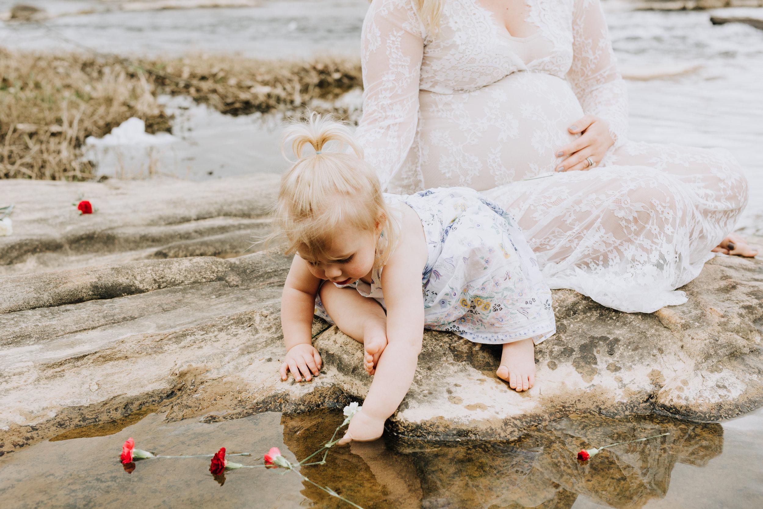 Fredericksburg_Virginia_Maternity_Photographer_Riverside (29).jpg