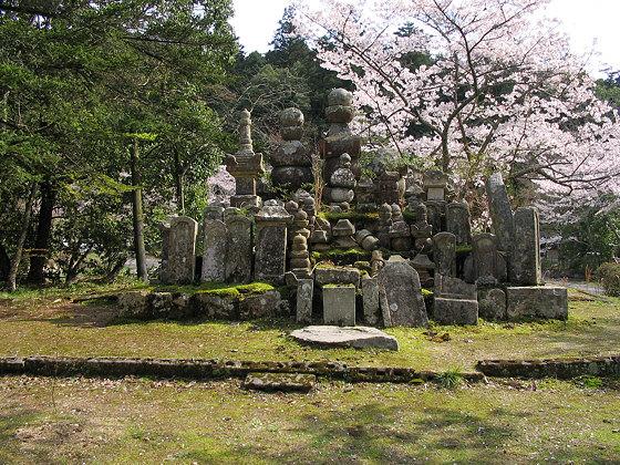 ichijoji_graves.jpg