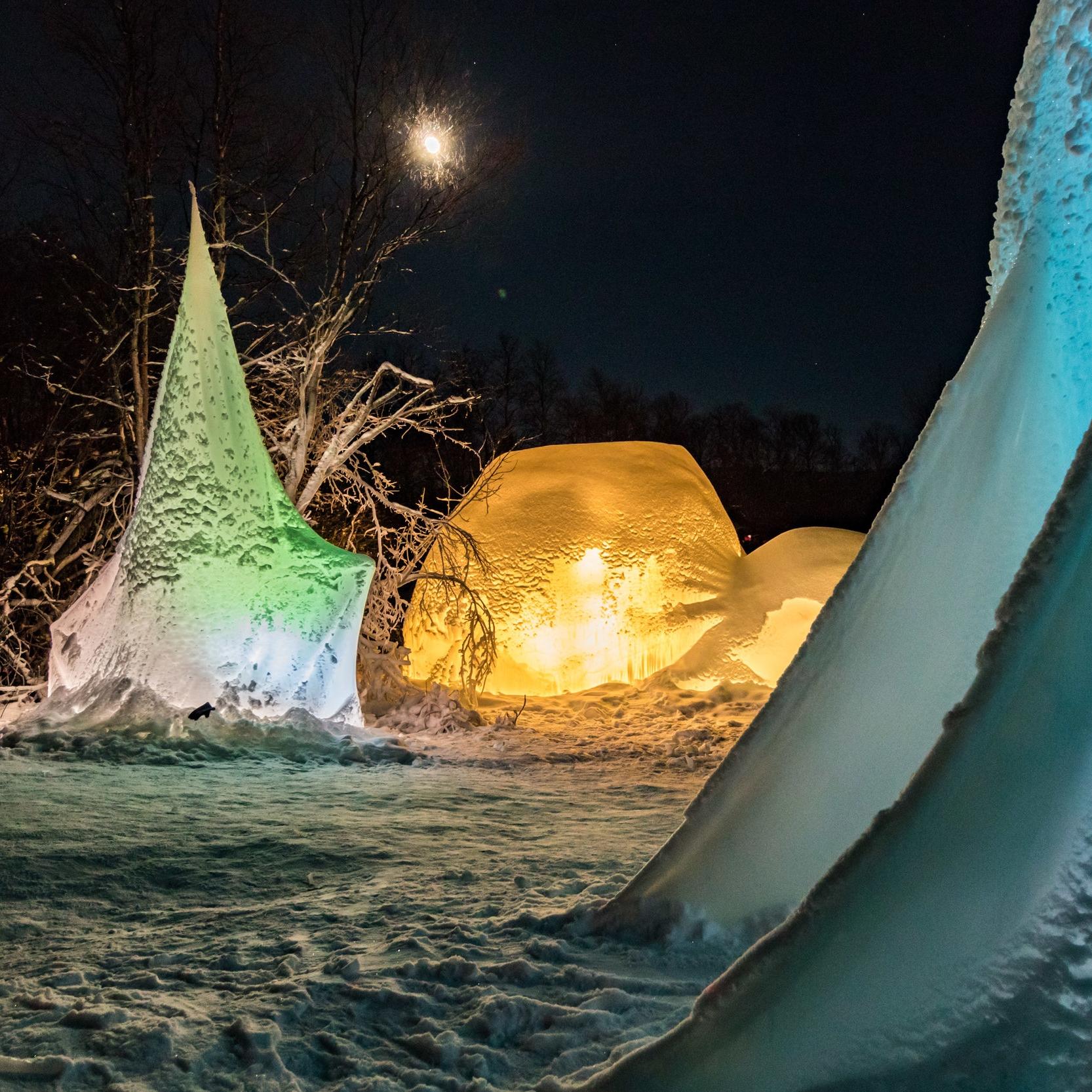 Arkitekt og kunststudenter fra Bergen har de siste årene løst praktiske oppgaver med snøog vann som byggematerialer.
