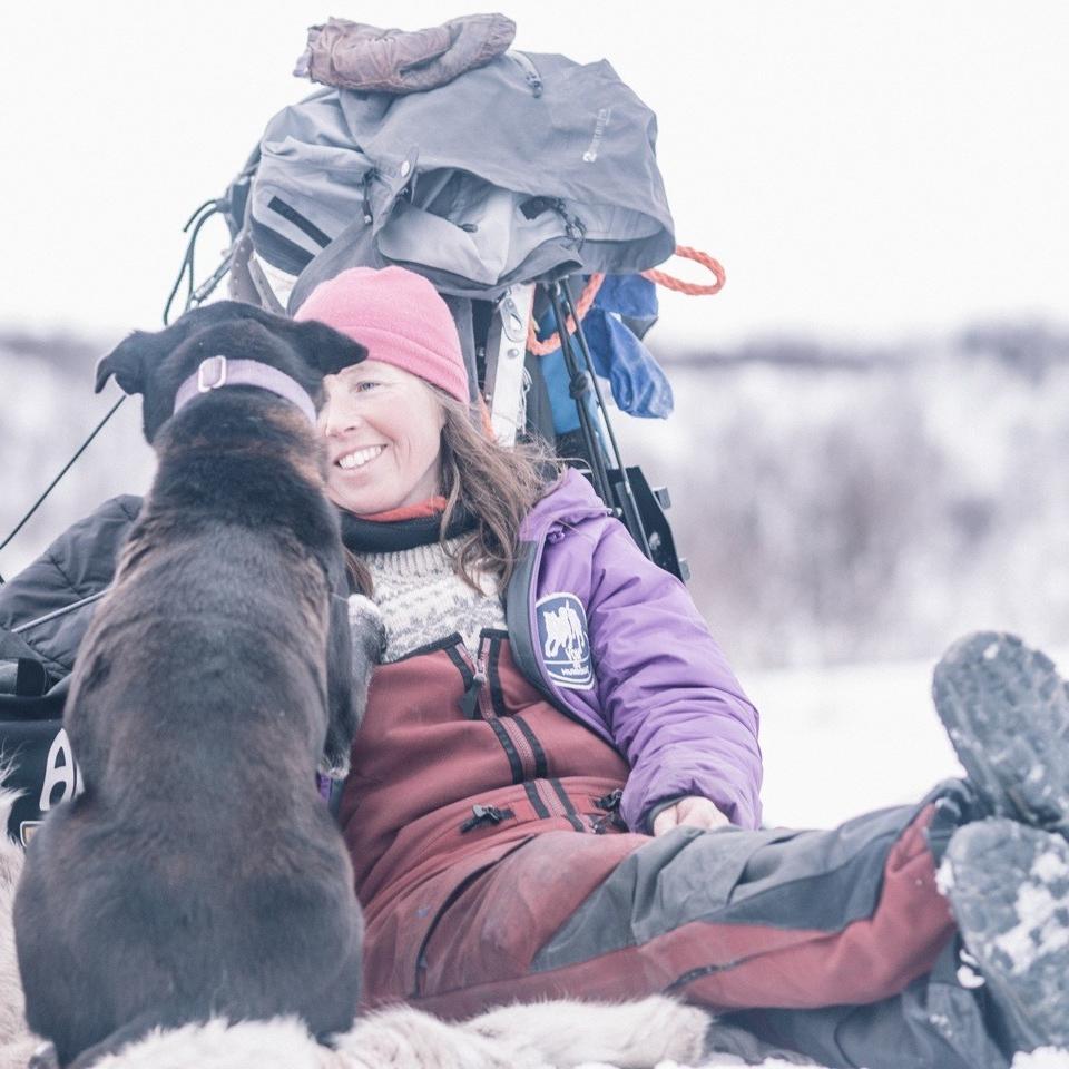 Trine er en ekte hundevenn, som også kjører de lengste hundeløpene i verden. Den gode kontakten med hundene er like viktig, uansett.