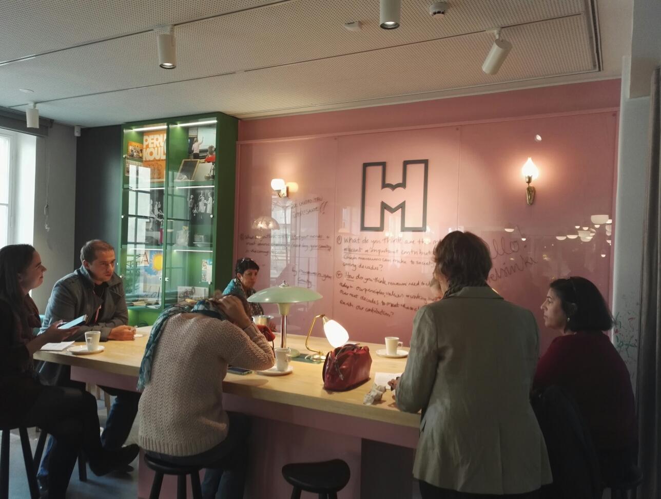 Pienryhmässä pohditaan museoalan tulevaisuutta.