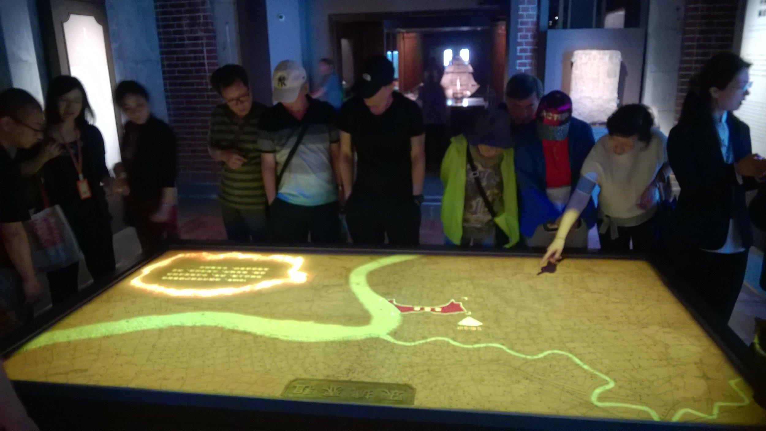 Digitaalinen ja vuorovaikutteinen kartta Shanghain historian museossa
