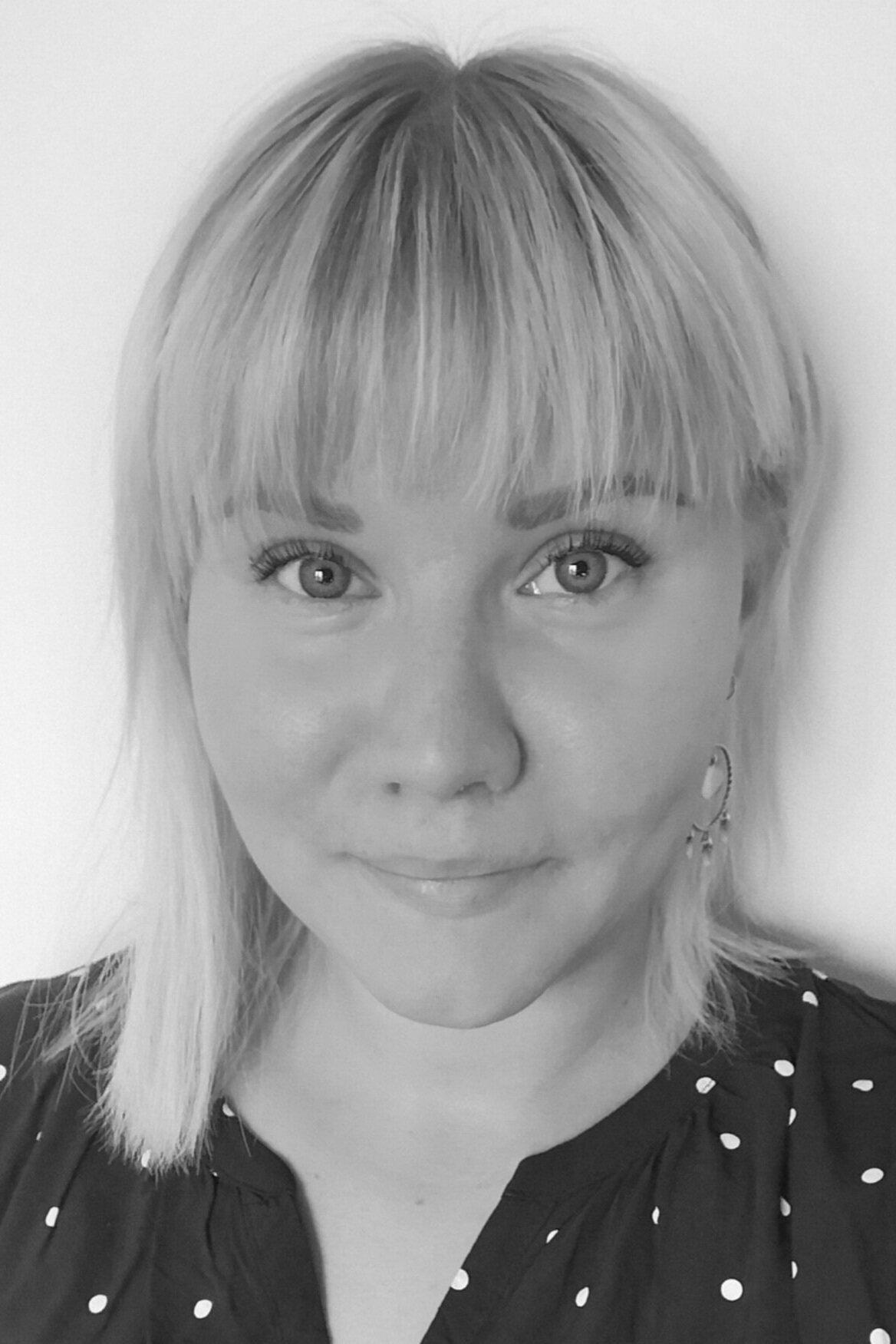 Anni guttorm - Hoitaa tiedotusta ja verkkoviestintää yhdessäChristine Langinauerin kanssacommunications@icomfinland.fi