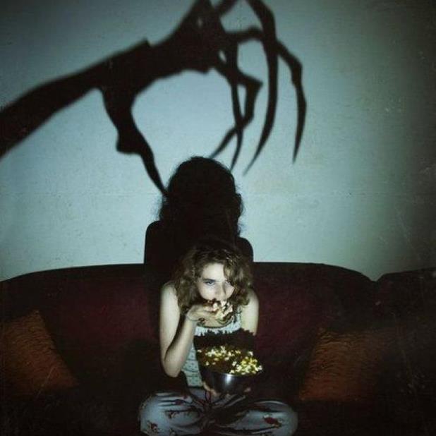 watching-horror-movies.jpg