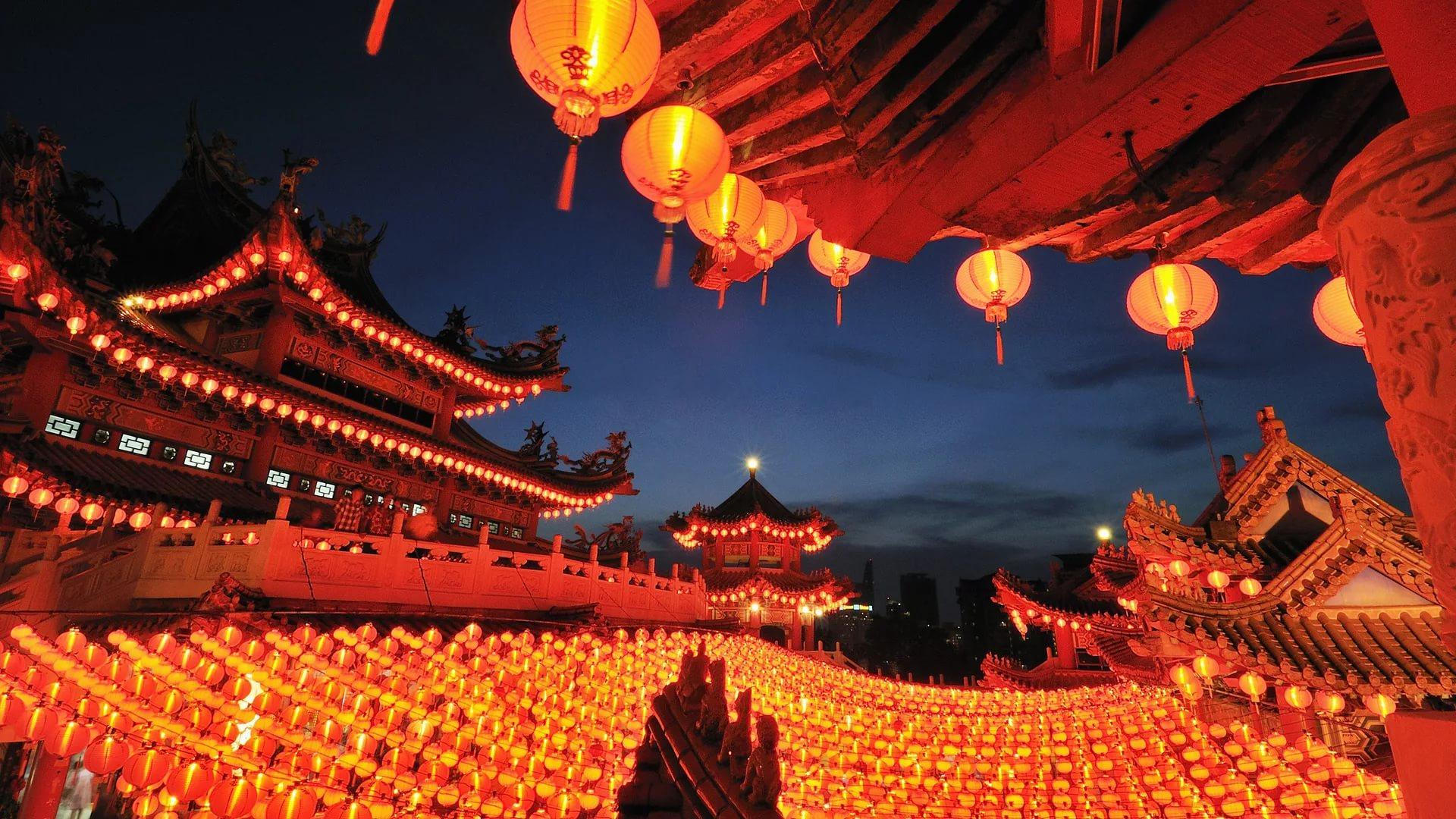 Chinese Lantern Wallpaper good.jpg
