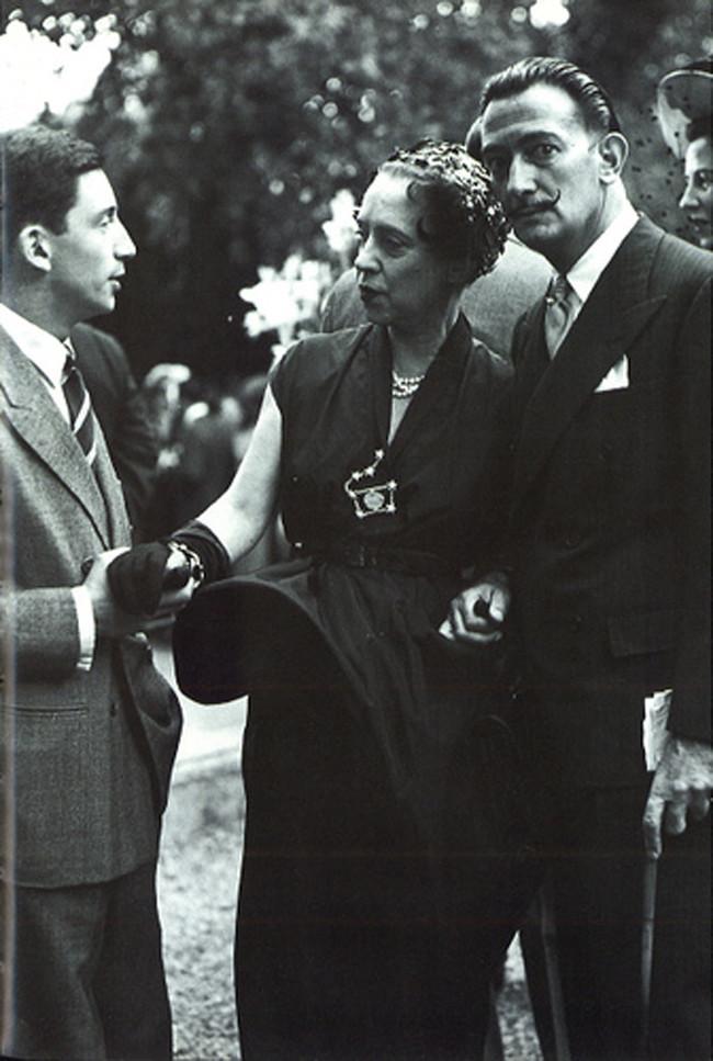 (L) Elsa Schiaparelli (R)Salvador Dalí