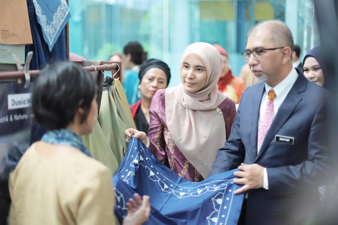 (L-R)    YB Nurul Izzah    (Member of parliament Permatang Pauh) YB Tuan Muhammad Bakhtiar Bin Wan Chik, Deputy Minister    Tourism