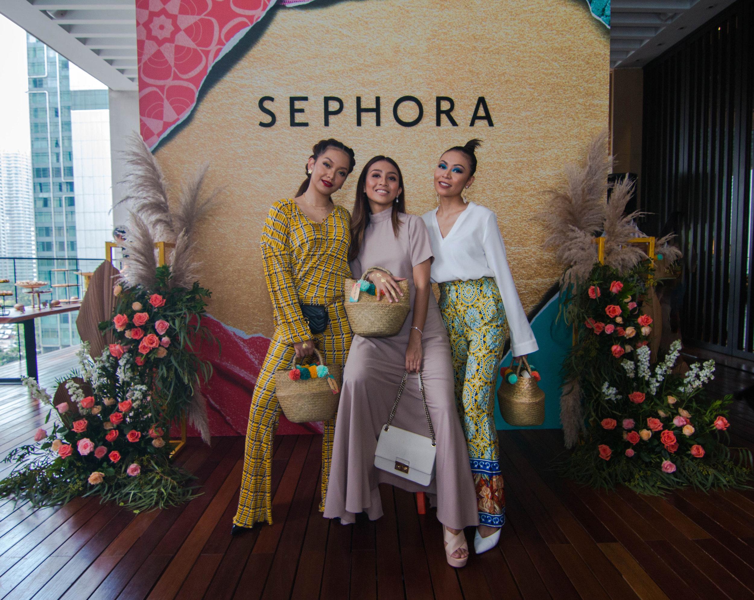 (L-R)    Azira Shafinaz   , Cik Manggis and Sophia Liana
