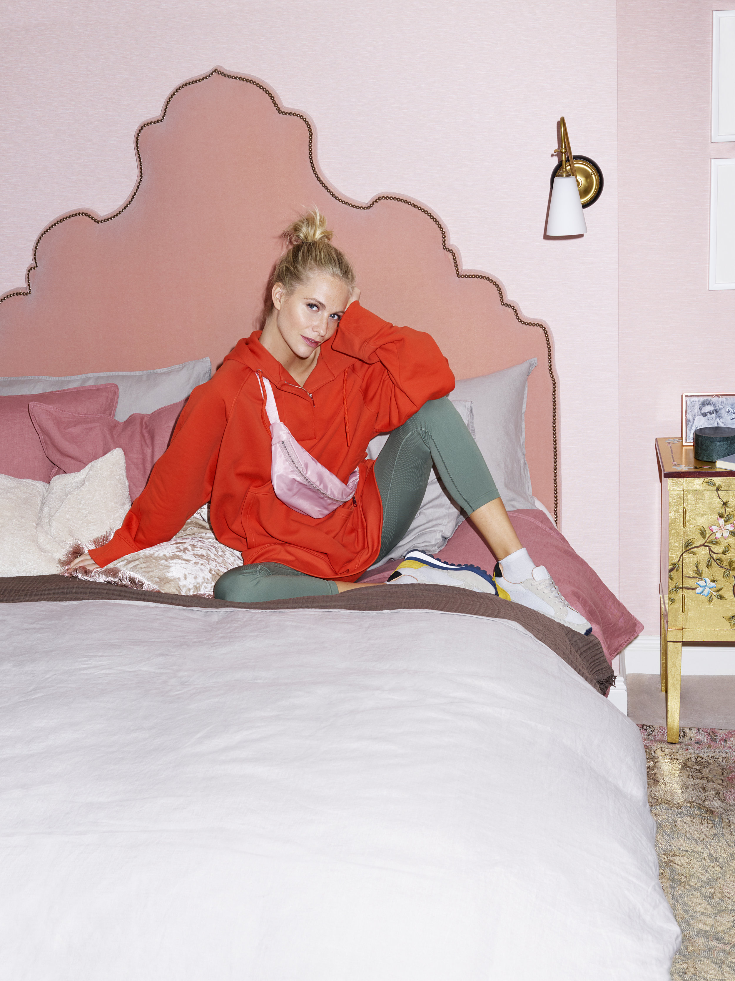 H_M HOME_At home with Poppy Delevingne_Bed.jpg