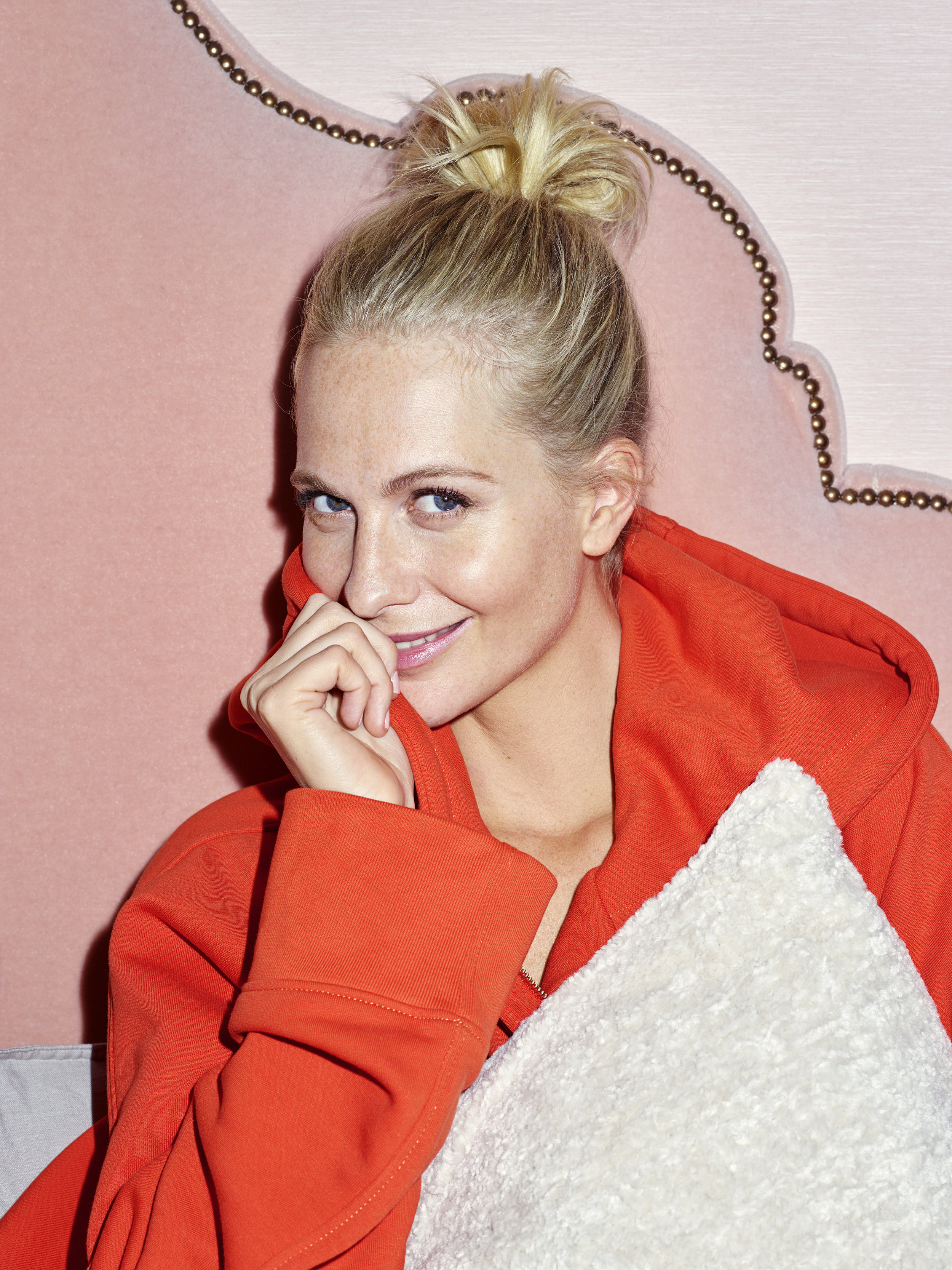 H_M HOME_At home with Poppy Delevingne_Bed_1.jpg