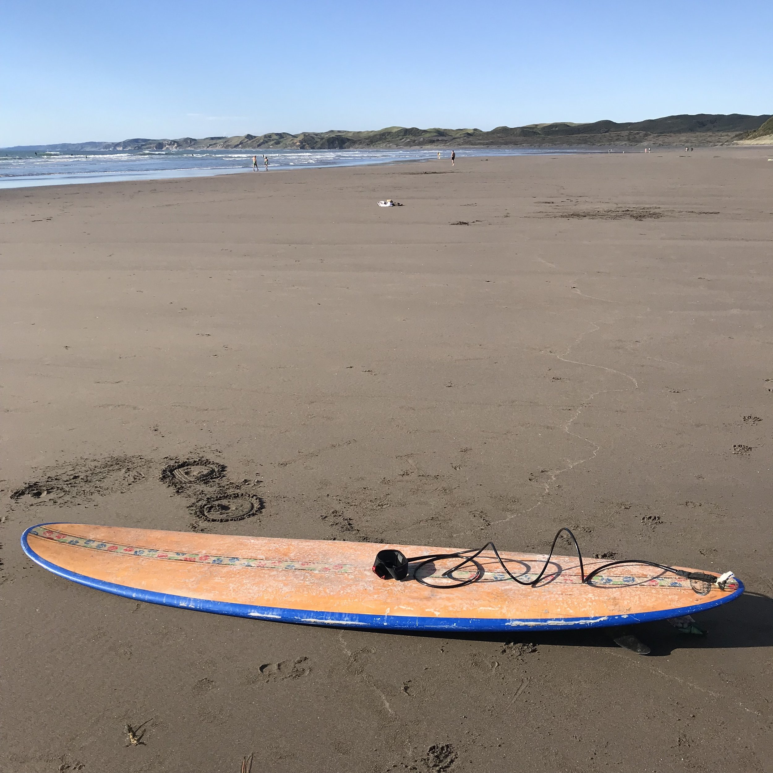 A long board on the amazing Manu Bay beach in Raglan. I can't wait to tell you more about the North Island, so far it seems highly underrated to me.